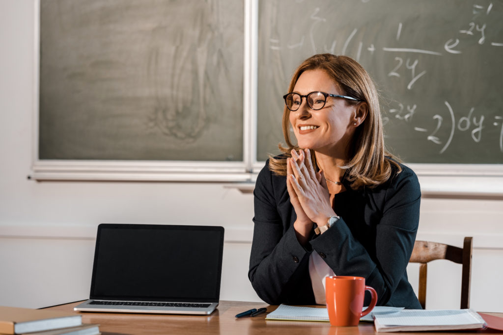 Opportunities and challenges of Distance Learning – an English teacher reports